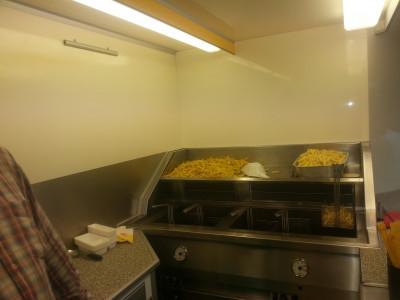 Snackkar met onbeperkt friet en snacks